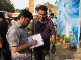 Ananta Bijoy Das giving autograph to Avijit Roy